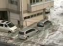 Tsunami porywa auta